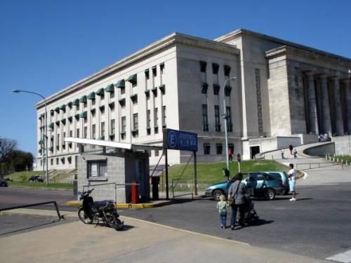 UBA Facultad de Derecho - View from Avenida Figueroa Alcorta