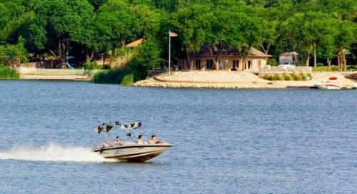 Boating at Buffalo Springs Lake.